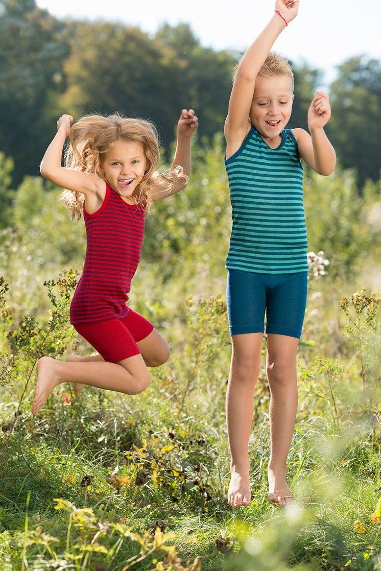 Pantaloni scurţi cherry red din lână merinos şi mătase organică pentru copii Engel 1