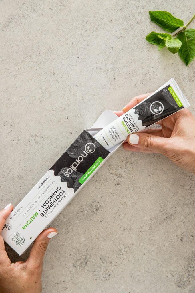 Pastă de dinți neagră cu cărbune activ și ceai verde Matcha pentru albirea dinților 75 ml Nordics 5