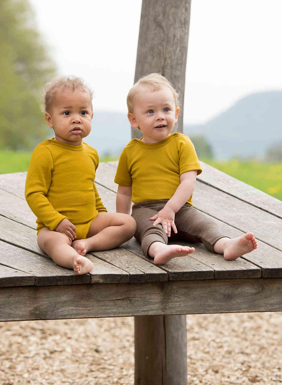 Body cu mânecă scurtă saffron din lână merinos şi mătase organică pentru copii Engel 2