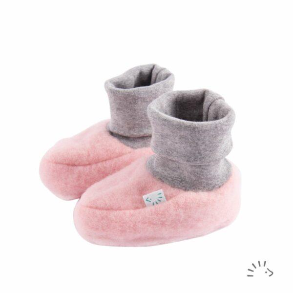 Botoşei pentru bebeluși din lână merinos fleece organică light pink Iobio Popolini