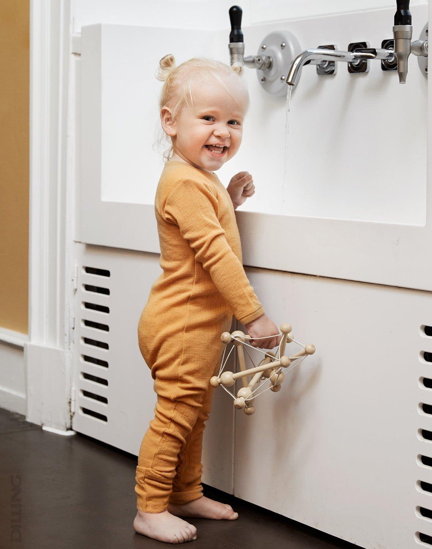 Salopetă – pijama overall yellow din lână merinos organică rib pentru bebeluși Dilling 1